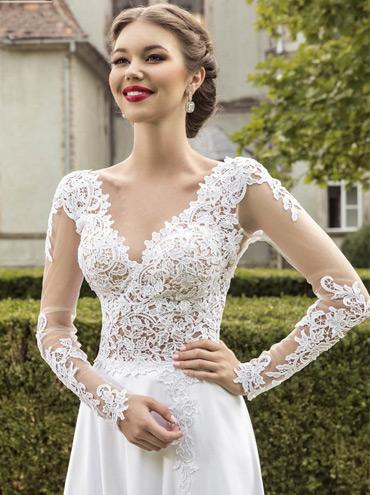 Svatební šaty Casablanca s dlouhým rukávem a splývavou sukni ... 329a50bca9