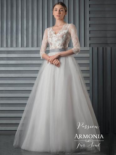 b3005d5bef2 Barevné svatební šaty Passion s dlouhým rukávem a tylovou sukní ...