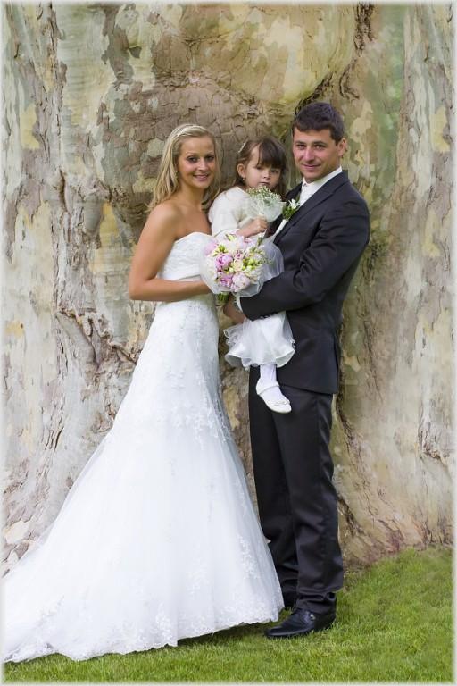 dobrý internetu nevěsty líbání